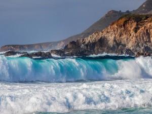Gran ola hacia la orilla