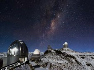 Observatorio cubierto de nieve