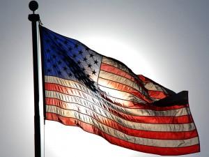 Bandera americana tapando el sol