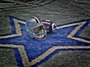 Casco y balón de los Dallas Cowboys