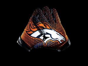 Guantes con el logo de los Denver Broncos