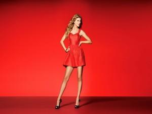 Taylor Swift con vestido rojo