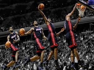 LeBron James metiendo canasta