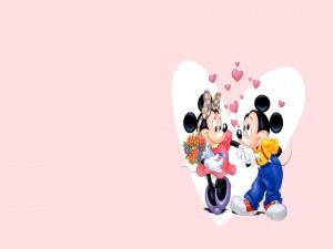 Mickey y Minni enamorados