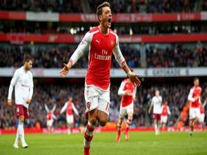 Ozil eufórico en un partido con en el Arsenal