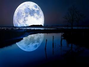 Gran luna reflejada