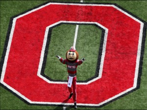 "Brutus Buckeye, mascota de los ""Ohio State Buckeyes"""
