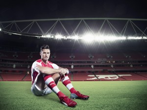 Olivier Giroud sentado en el campo