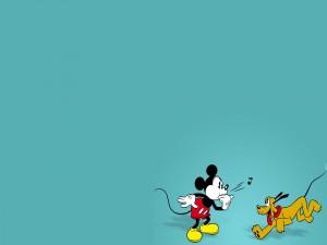 Mickey Mouse silbando a Pluto