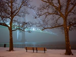 Noche invernal junto al puente