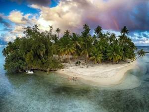 Isla tropical en el océano