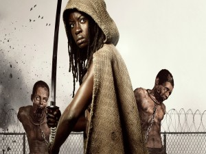 Michonne con sus dos zombies (The Walking Dead)