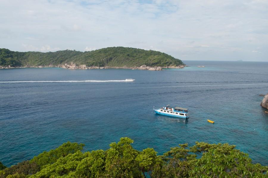 Navegando por el mar en Tailandia