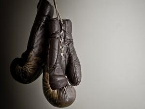 Un par de guantes de boxeo