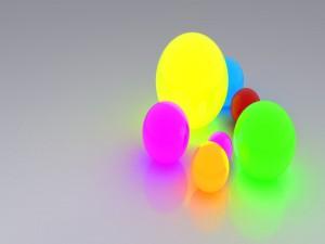 Bolas brillantes de diferentes colores