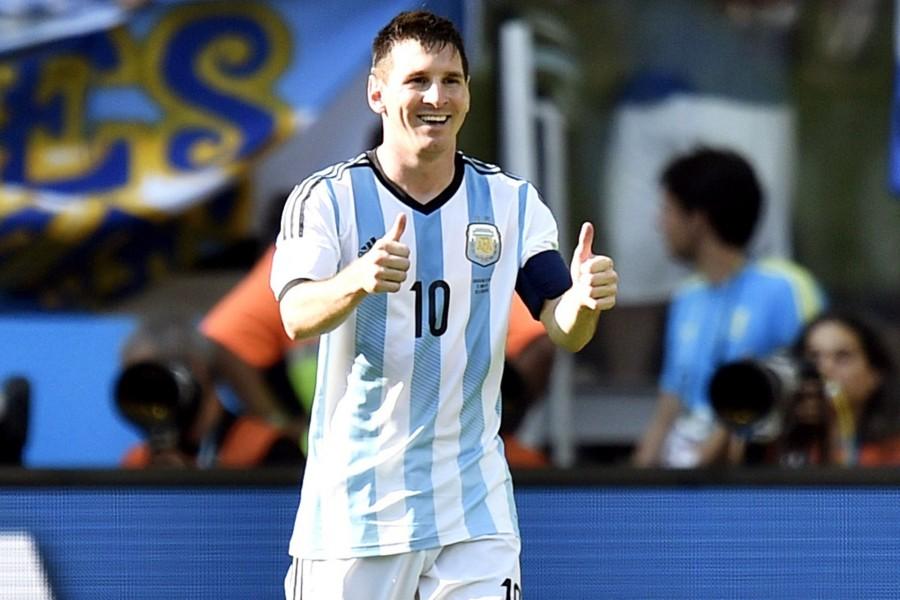 Lionel Messi feliz con la camiseta de Argentina