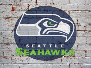 Logo de los Seattle Seahawks sobre una pared