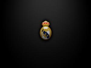 Escudo del Real Madrid en un fondo negro