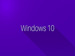 Windows 10 en fondo morado