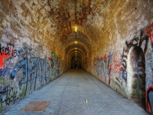 Graffitis en el túnel