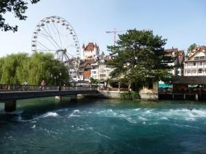 Paseando por el puente (Thun, Suiza)