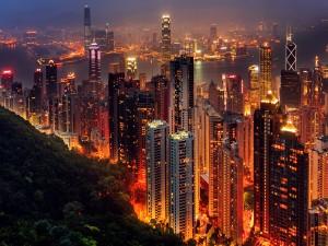 Edificios iluminados en Hong Kong