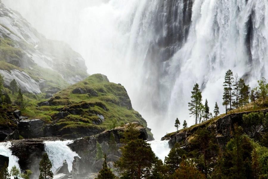 Impresionante cascada en Noruega