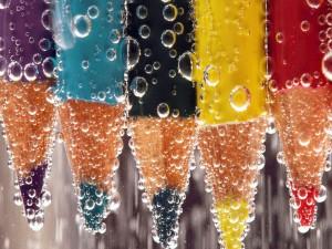 Lápices con burbujas de agua