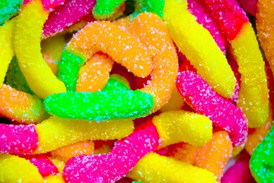 Caramelos de colores con azúcar