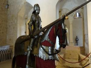 Armadura a caballo (interior del Alcázar de Segovia)