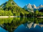 Tranquilidad y serenidad en el Lago Jasna (Eslovenia)