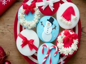 Cupcakes adornados con motivos navideños