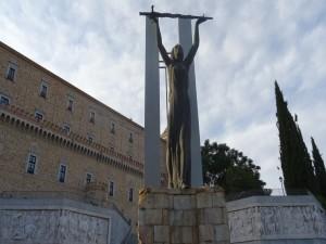 Monumento en El Alcázar (Museo del ejército) - Toledo