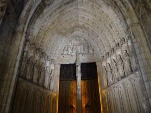 Puerta principal de la Catedral de Santa María de Toledo (España)