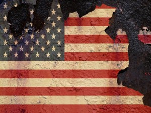 Bandera norteamericana semidestruida