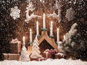 Velas y regalos de Navidad