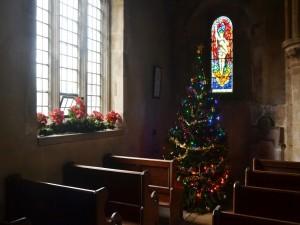 Árbol de Navidad en un templo