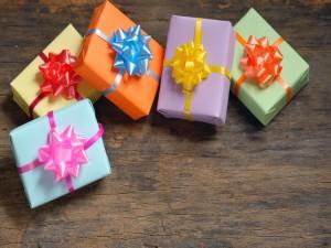 Cajas de regalo de varios colores