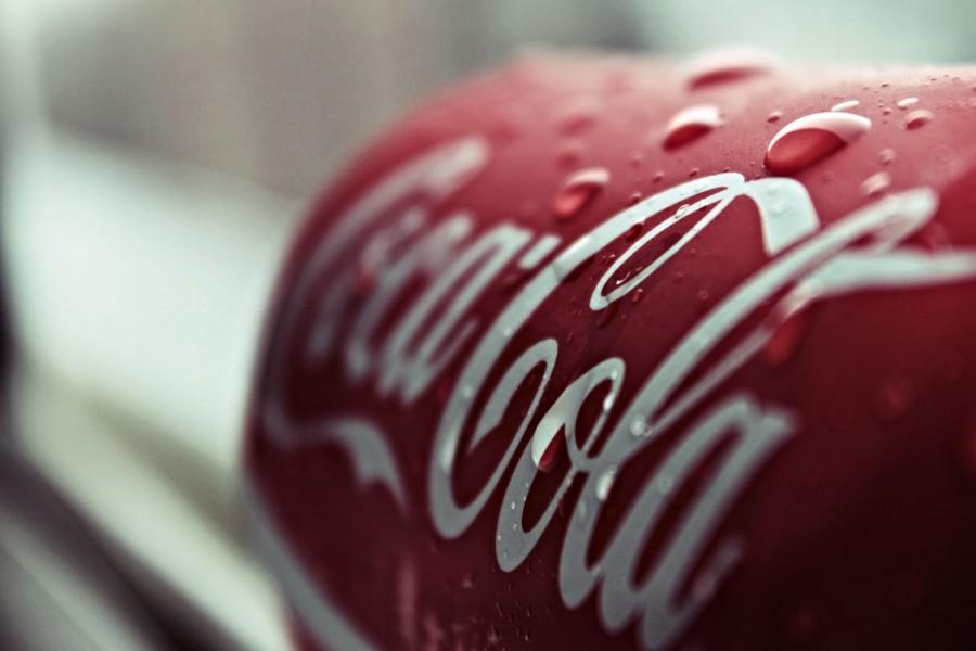 Refrescante lata de Coca-Cola