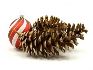 Conos y bola para las fiestas navideñas