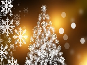 Copos de nieve sobre el árbol de Navidad