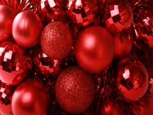 Ornamentos rojos de la Navidad