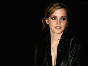 Emma Watson vestida de negro