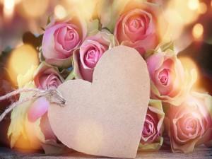 Ramo de rosas y un corazón